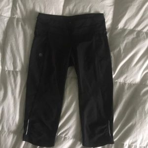 Athleta crops leggings black